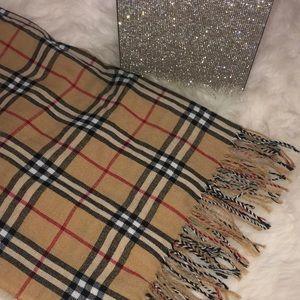 Burberry scarf plaid checkered pattern shawl
